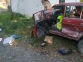 На Закарпатье ВАЗ протаранил остановку: двое погибших