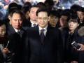 Наследника империи Samsung выпустили из тюрьмы