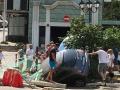 В Одессе машина провалилась в яму