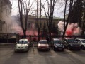 Посольство Украины в РФ забросали дымовыми шашками (видео)