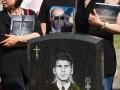 Сыновья погибшего моряка пришли на панихиду в футболках с портретом Путина