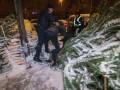 В Киеве пытались украсть елку: Подрались на ножах и топорах