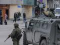 Российские военные бьют людей у штаба ВМС Украины и режут кабеля спецсвязи - соцсети