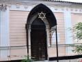 В Николаеве неизвестные разрисовали синагогу свастикой