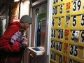 Украинцы в марте активно продавали валюту