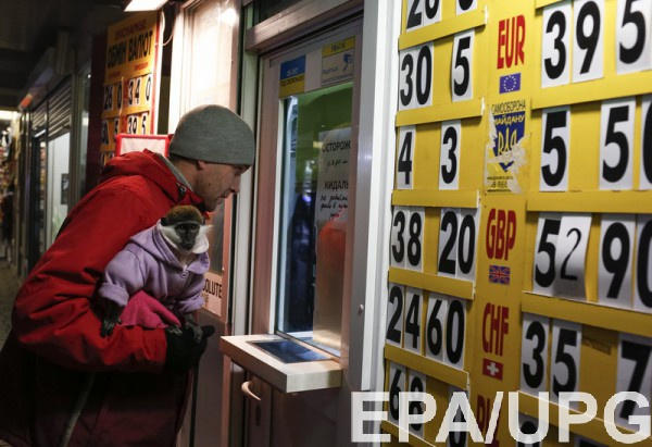 Украинцы активно несли валюту в банки