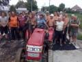 Надоело ждать: Жители села на Закарпатье сами заасфальтировали все улицы