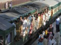 В Пакистане террористы подорвали пассажирский поезд