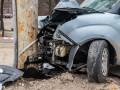 В Днепре Fiat врезался в электроопору