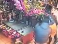 В Киеве бандиты ограбили цветочный магазин и избили продавца