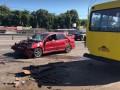 В Киеве в ДТП разбились три маршрутки и Mitsubishi