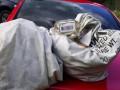В США семейная пара нашла миллион долларов на дороге