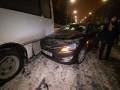 В Киеве такси столкнулось с автобусом