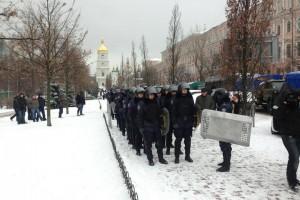 Колонна силовиков возле Михайловской площади