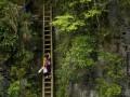 Жажда знаний: Китайские дети экстремально добираются в школу (ФОТО)