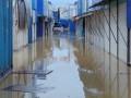 В Черновцах вышедший из берегов Прут затопил рынки