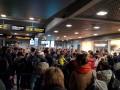 Десятки украинцев застряли в аэропорту Латвии