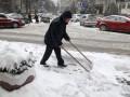 В Киеве началась уборка снега