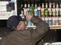 В Ивано-Франковской области пьяный мужчина взломал двери банка, думая, что его не пускает домой жена