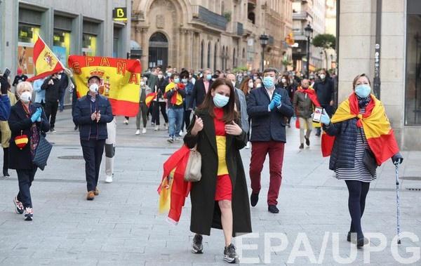Акция протеста в испанской Саламанке против действий правительства во время пандемии