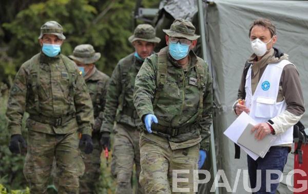 Военные разворачивают полевой госпиталь возле одной из больниц в Мадриде