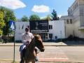 Пловец из Гидропарка приехал на коне к Авакову