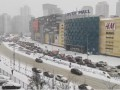 Показано видео, как Киев из-за снега сковали огромные тянучки