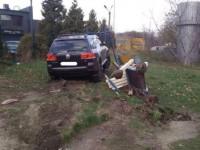 Во Львове полицейский разбил три авто и въехал на детскую площадку