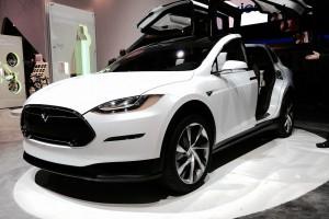 Электромобили станут дешевле, чем авто на бензине – Bloomberg