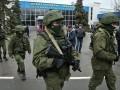 День в фото: военные в аэропорту Симферополя и пресс-конференция Януковича