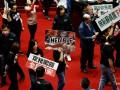 На Тайване депутаты закидали премьера требухой