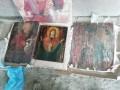 В Закарпатье задержали микроавтобус со старинными иконами и картинами