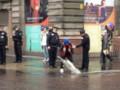 Полицейские допросили шотландца, который пылесосил лужу