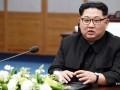 Ким Чен Ын оттолкнул фотографа, снимавшего его жену
