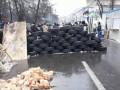 Активисты укрепляют баррикады под Радой