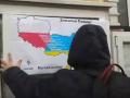 Возле консульства Польши вывесили список
