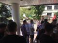 Правый сектор пикетирует суд, требует освободить своих активистов