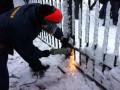 Депутаты от Свободы спилили забор вокруг Рады