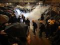 В Гонконге столкновения протестующих с полицией