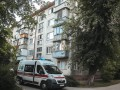 В Киеве на Нивках с балкона выпал голый мужчина