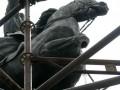 Памятнику Щорсу в Киеве неизвестные спилили ногу