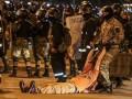 Протесты в Минске: силовики штурмуют баррикады