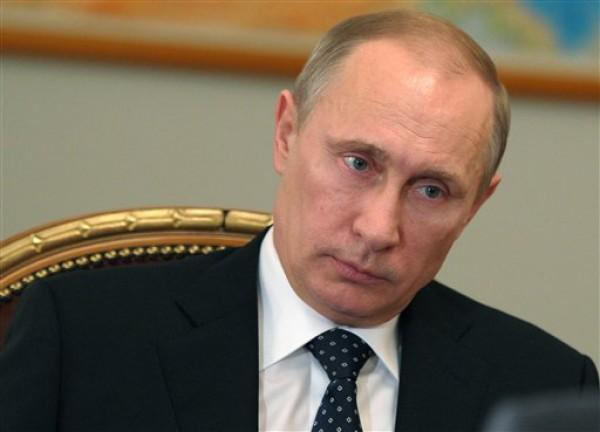 В разговоре с Меркель Путин назвал меры, принимаемые Россией в Крыму, адекватными