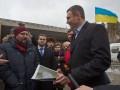 Блокпосты при въезде в Киев разрисуют национальными узорами