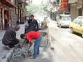 В Алеппо дети устроили бассейн в воронке от снаряда
