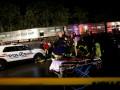 В пригороде Нью-Йорка поезд сошел с рельсов: десятки пострадавших