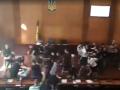 Появилось новое видео массовой драки в горсовете Конотопа