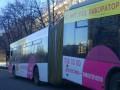 В Киеве пополам переломился троллейбус