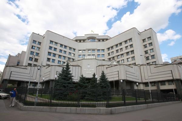 Порошенко обещает реформы в судебной системе до конца года
