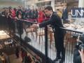 Скандал на пресс-марафоне: неизвестный залез на стол и требовал разговора с Зеленским